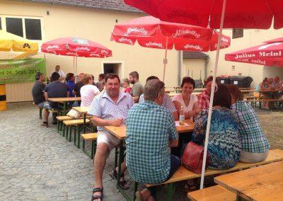 Im Gemeindehof in Göpfritz warteten köstliche Knödelvariationen, auch Bürgermeister Franz Gressl labte sich.