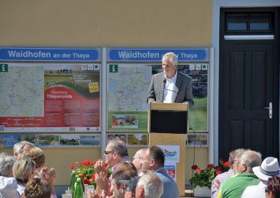 Obmann Bgm. Reinhard Deimel ließ den langen Weg Revue passieren und bedankte sich beim Land NÖ und den vielen Personen, die an der Umsetzung des Thayarunde-Radweges beteiligt waren.